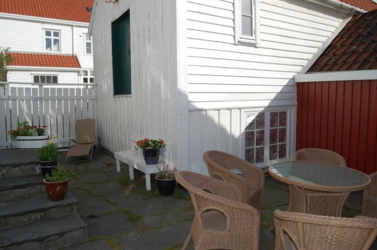 Reinertsenhuset-bakhagen